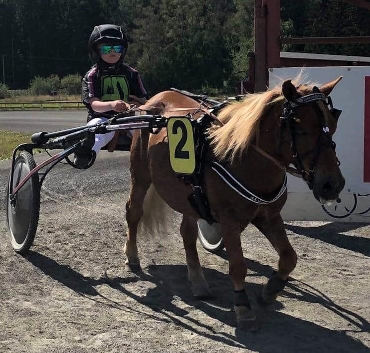 8-åriga Alva blev tvåa i tävlingsdebuten