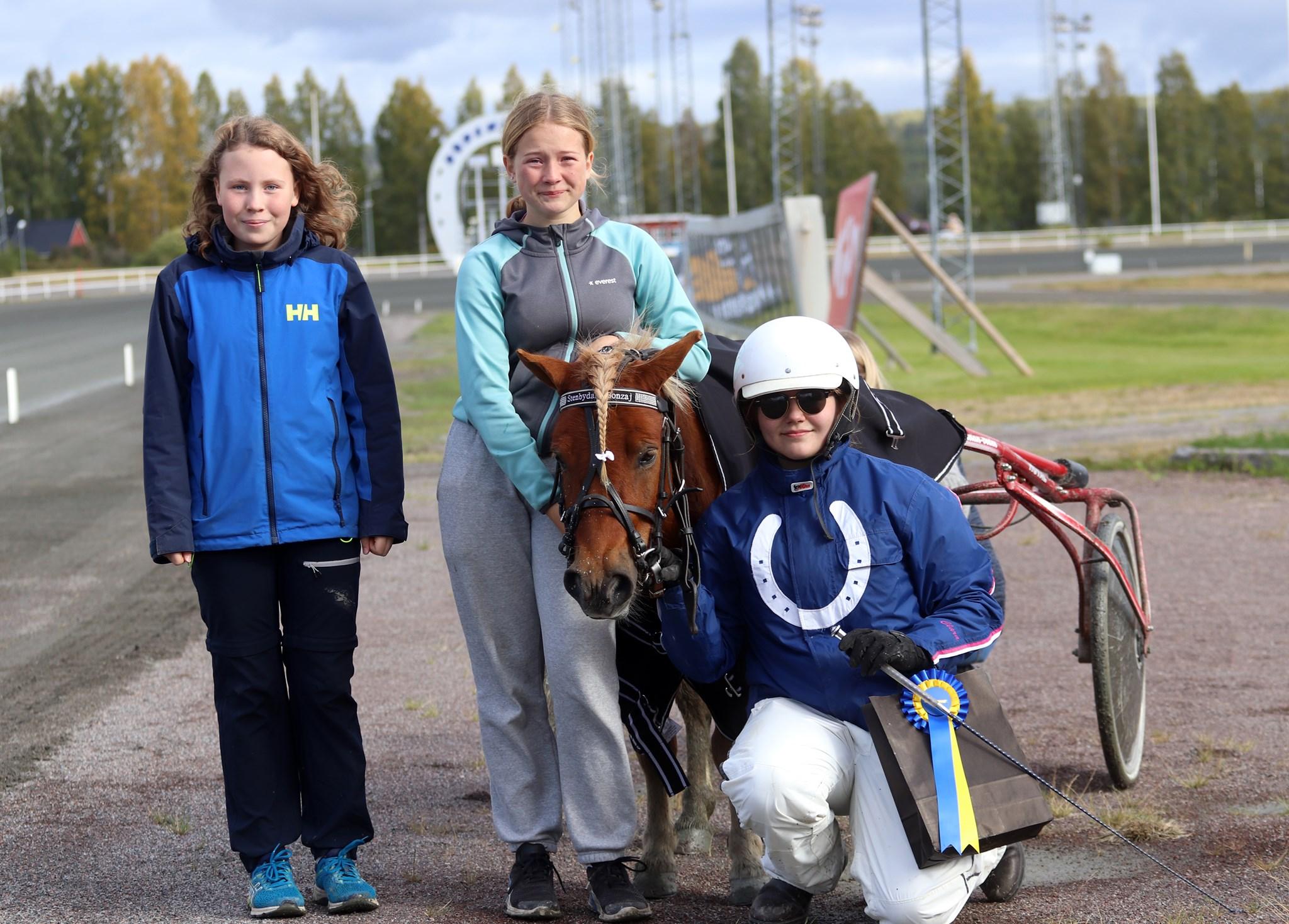 Varm höstdag med ponnytävlingar